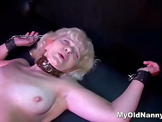 Super hot granny enjoys nailing with a strapon
