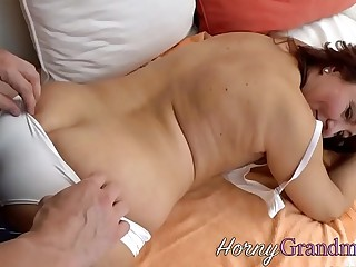 Granny gets mouth jizzed