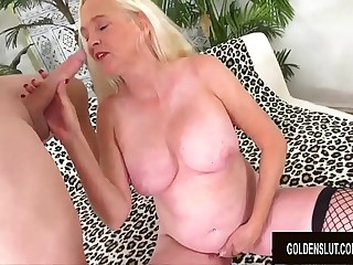 Blonde GILF Sara Skippers Enjoys Getting Her Vagina Opened up by a Long Dick