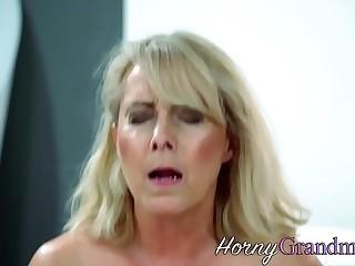 Mature slut cum sprayed