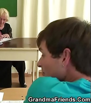 Old teacher gives head and rides at same time