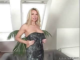 Deep pussy and pouch fucking with a mom