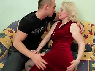 OLD Blond Mummy FUCKS YOUNG DUDE !!