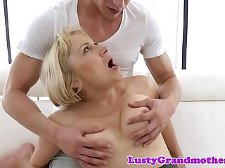 Saggytits gilf fingered on her back