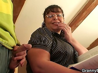 Dude picks up chubby mature plumper for play