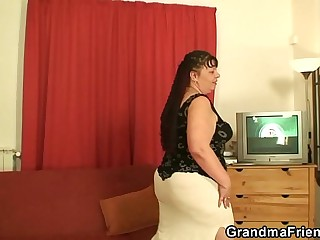 Fat mature babe takes two cocks at once