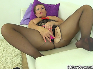 British mom i'd like to fuck Samantha can't stop toying her aged fur pie