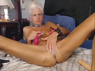 Grey haired Granny dildoing on Webcam
