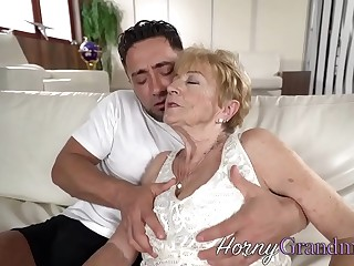 Granny whore facialized after fucking