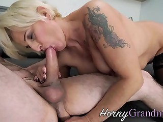 Mature slut gets facial cumshot sucking shaft